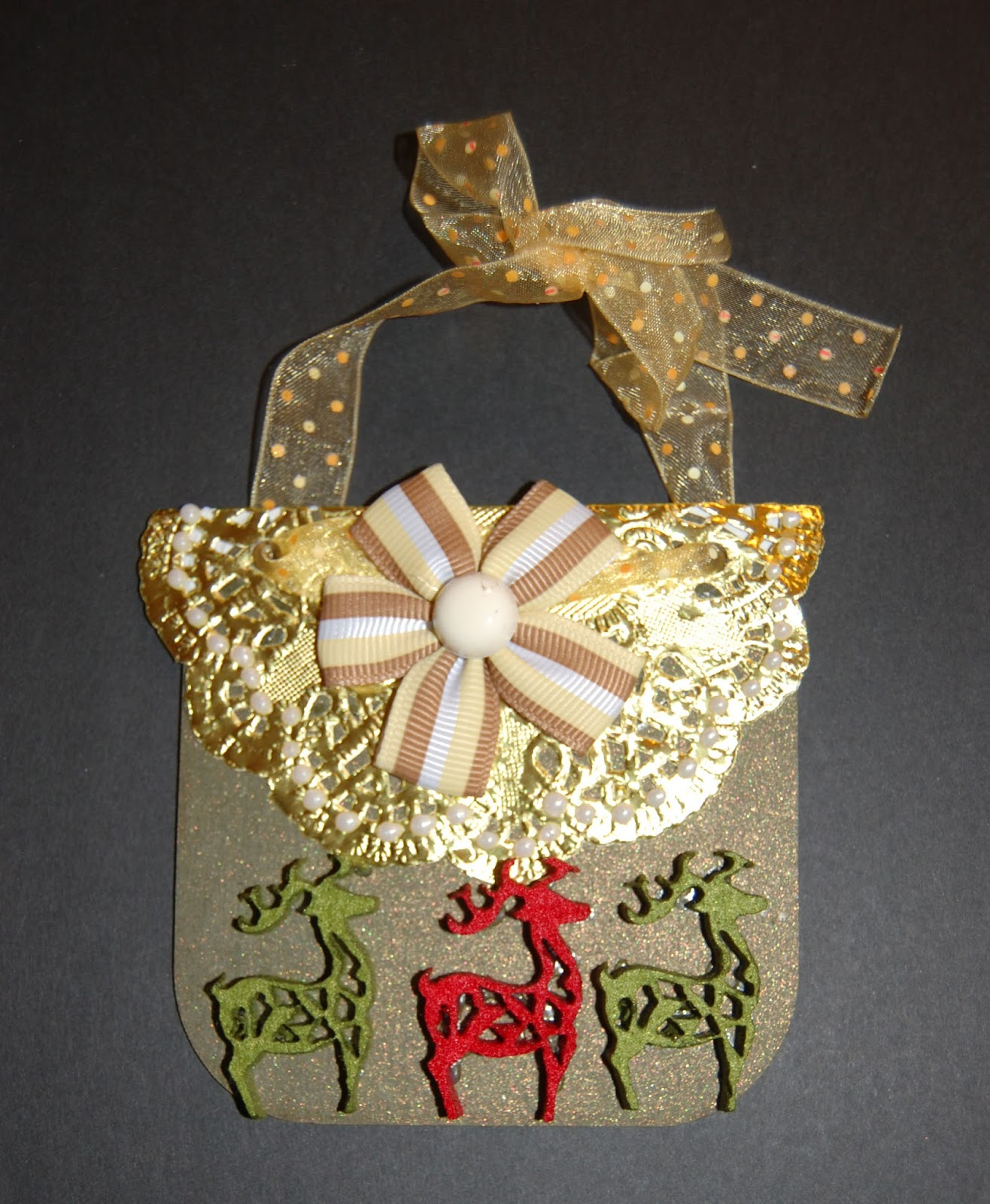 Fripperies butterflies creating ornaments the canvas - Ornament tapete weiay ...