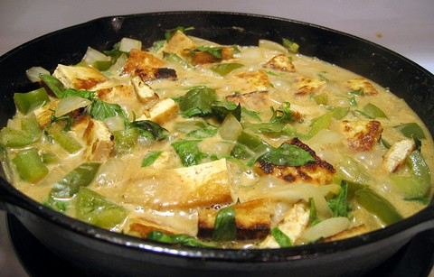 Spicy tofu curry in coconut base