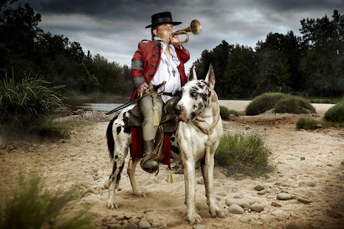 Hombre pequeo con perro grande by Jonathan May | Haz clic para ampliar