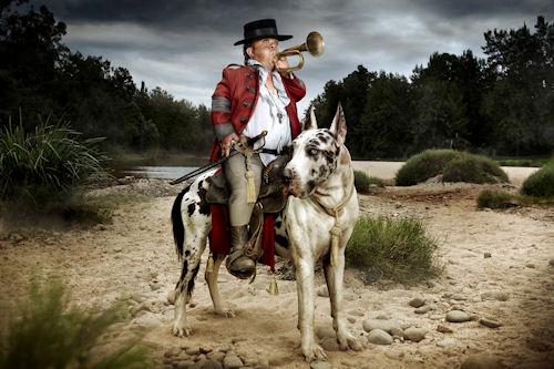 Hombre pequeño con perro grande by Jonathan May | Haz clic para ampliar