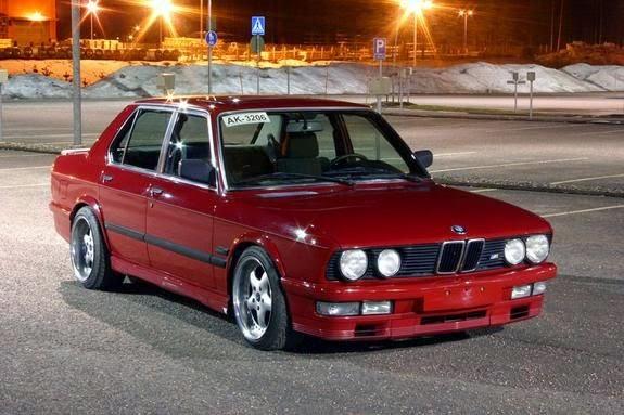 BMW E28 VERMELHO