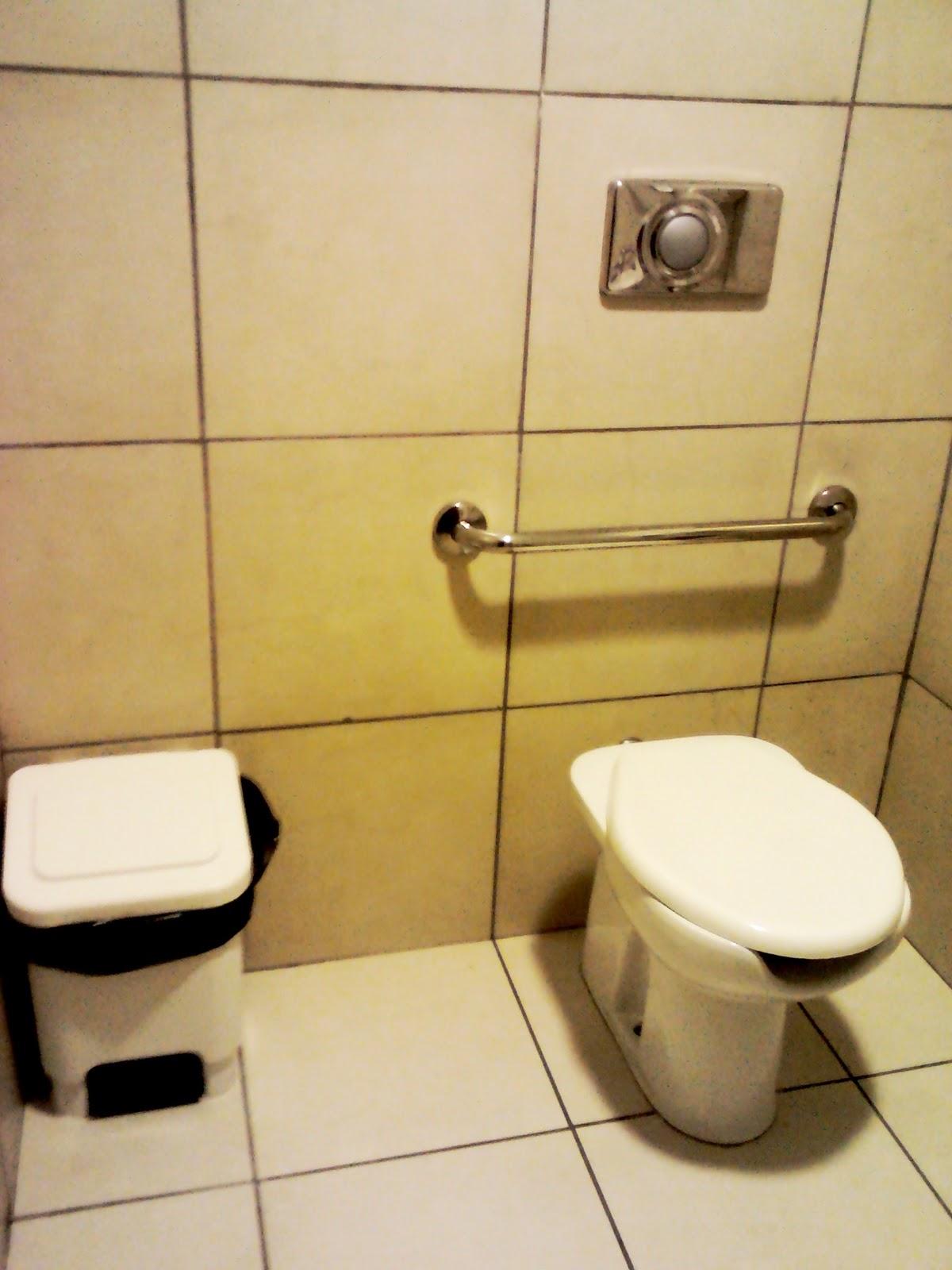 Acessibilidade Oggi: Banheiro Quase Acessível #9C852F 1200x1600 Banheiro Acessivel Nbr 9050