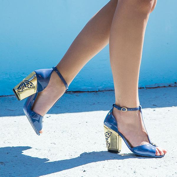 sandália azul e dourado com borboleta Petite Jolie