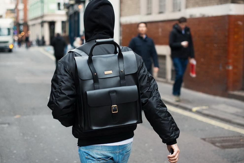 a91ae8d537f5 С приходом осени такая вещь, как мужской рюкзак становиться более  актуальной в гардеробе практически любого мужчины. В этой статье  рассматриваем последние ...