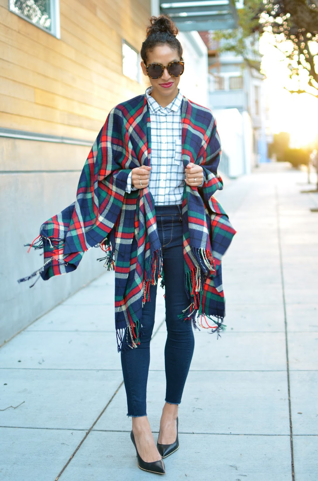 plaid on plaid, plaid cape, plaid for fall, plaid style, capes for fall, uniqlo cape, chic plaid style, chic cape style, how to style a cape and still look good
