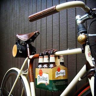 objetos de diseño, porta cervezas, bicicleta