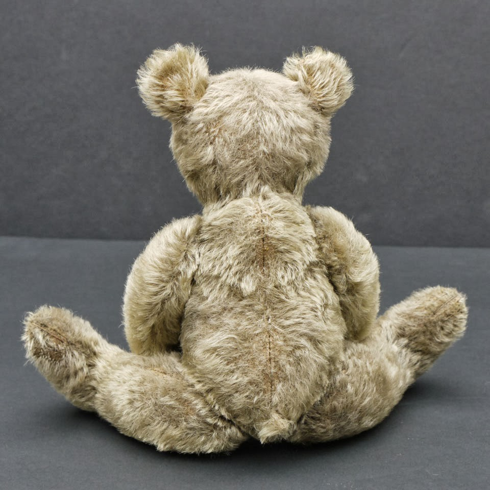 ... heavily aged and his fur is a faded greenish goldish grey colour the foot pads are stained and I would say his overall appearance is  dusty attic find  & Gregory Gyllenship: Classic Bear - New 10 Inch Pattern