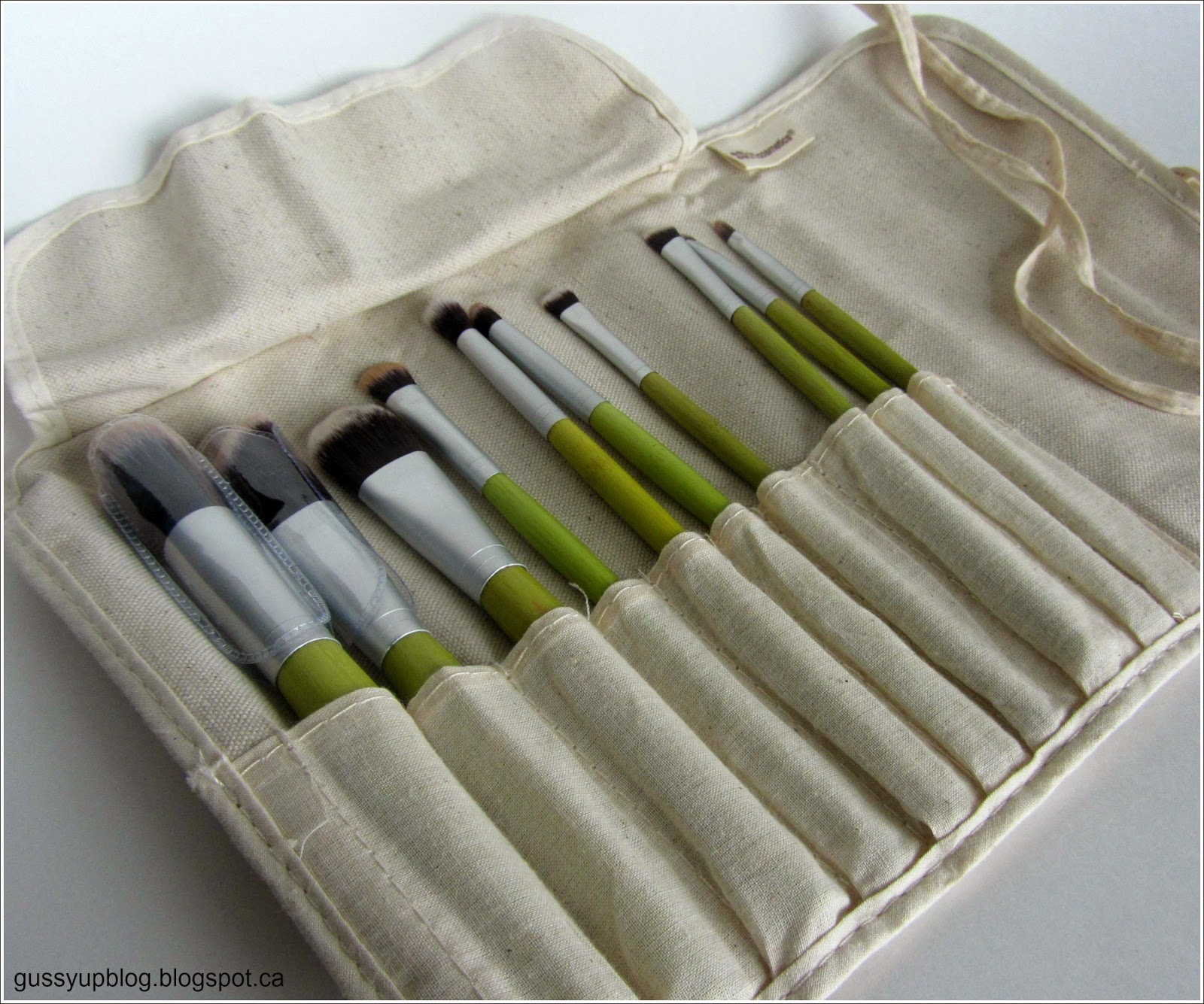 Review of BH Cosmetics 10 pcs Eco Brush Set featuring It Cosmetics Naturally Pretty Vol. 1 Matte Palette