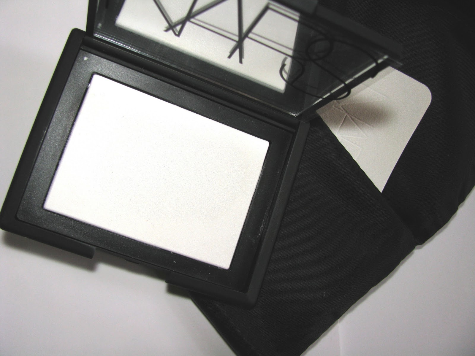 the beauty alchemist nars light reflecting setting powder. Black Bedroom Furniture Sets. Home Design Ideas