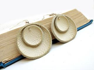 Украшения из кожи: серьги и броши ручной работы