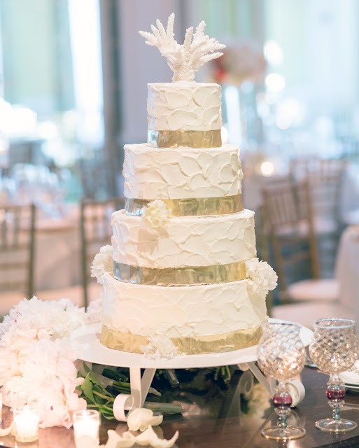 Coastal Chic Wedding Cake