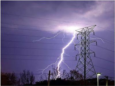 Instalaciones eléctricas residenciales - rayo sobre línea de transmisión