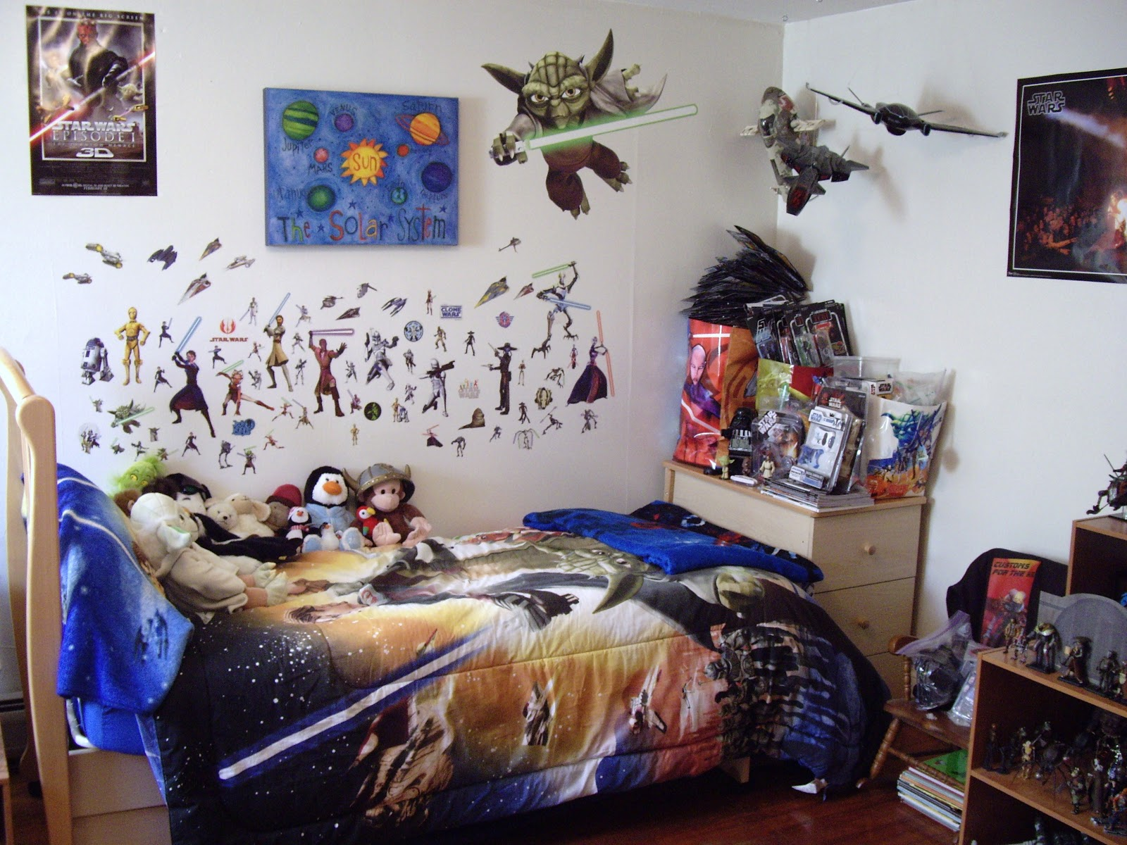 Star wars customs for the kid my star wars bedroom gets for Art decoration ideas for room