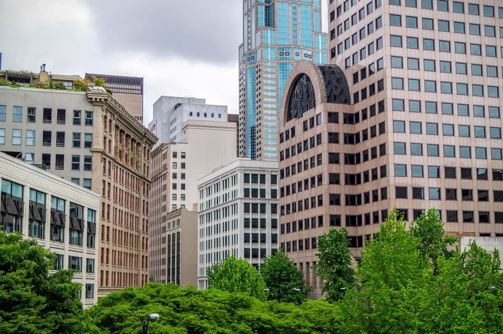 В чём-то Сиэтл похож на Ванкувер, но несмотря на большое количество современных небоскрёбов не покидает ощущение, что город старее чем кажется.