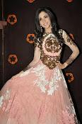 Kanika Kapoor glamorous photos-thumbnail-11