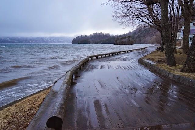 悪天候の十和田湖