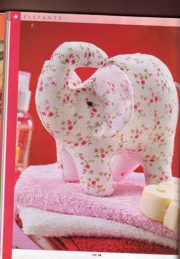Elefantinha de tecido com moldes