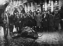 Un toro suelto en la feria de Ceuta
