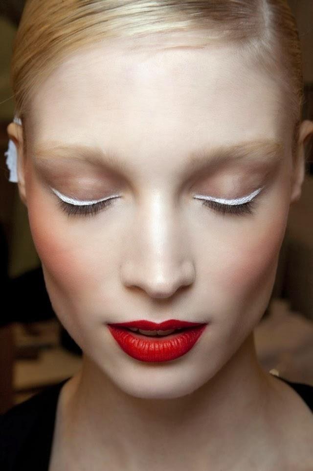 eyeliner blanco