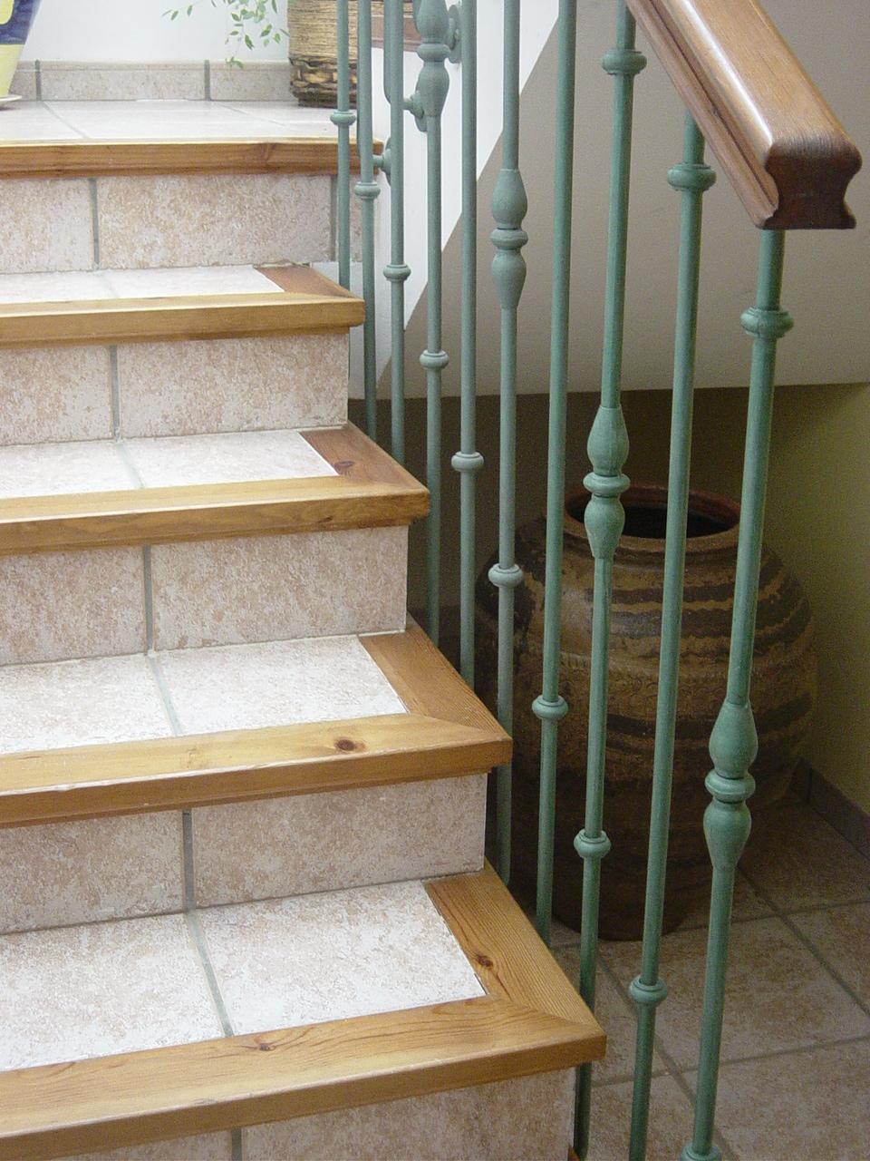 Rejas para ventanas y puertas en forja ideales para for Escaleras forja
