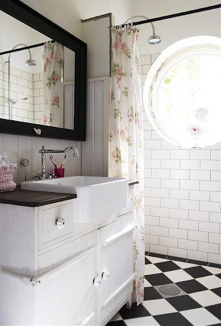 To da loos bathroom checkered chess floors for Black and white checkered tile bathroom