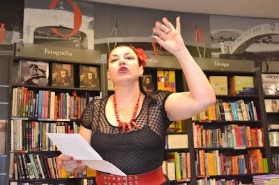 """Isabel Rosete apresentando o seu novo livro, """"ENTRE-CORPOS"""""""