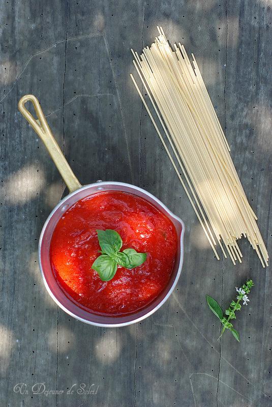r ussir la sauce tomate italienne recette de base astuces et variantes un d jeuner de soleil. Black Bedroom Furniture Sets. Home Design Ideas