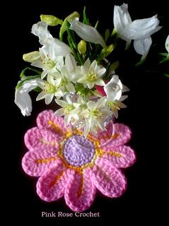 http://1.bp.blogspot.com/-JD2J2RRAk2M/T6KD4odwOXI/AAAAAAAAYs0/hlP7Lh5mAlY/s1600/Flor+Crochet+Rosa+e+Florzinhas.jpg