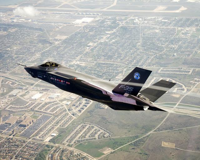 F-35 JSF vapor trail