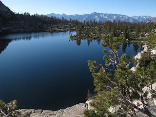 Der tiefblaue Grouse Lake