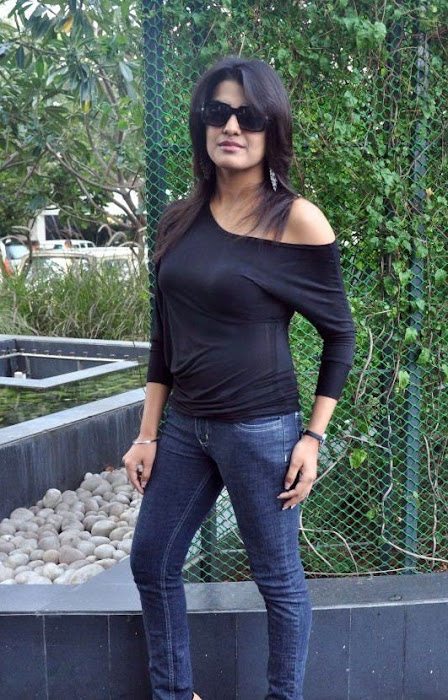 tashu kaushik looking in black dress unseen pics