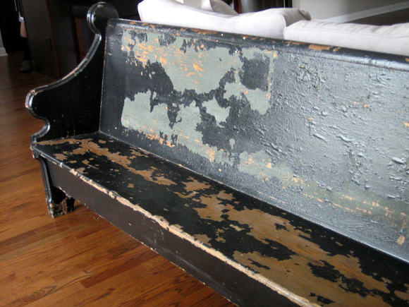 Decorating with a church pew: great way to style an antique | DIY Playbook
