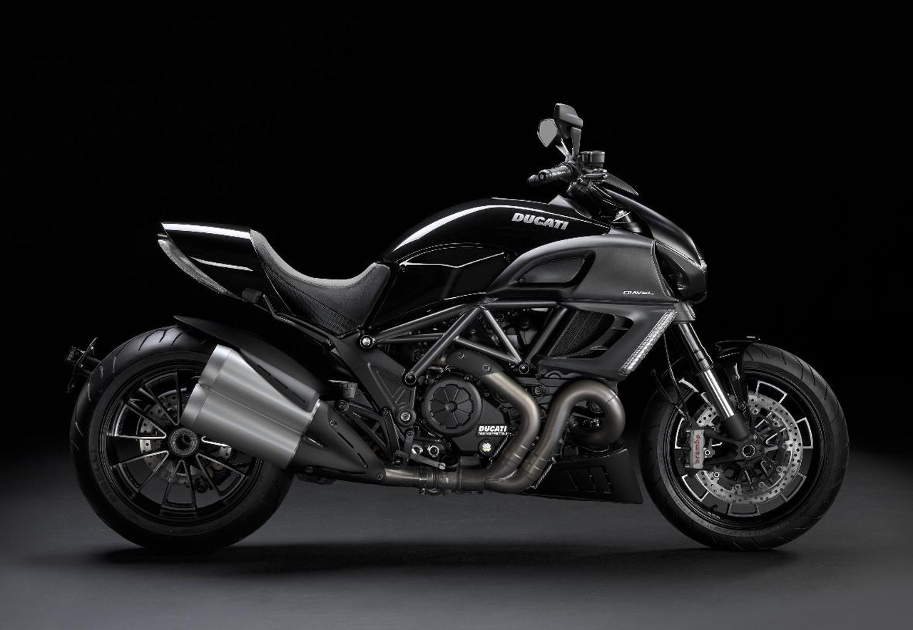 http://1.bp.blogspot.com/-JEEfpbtM_R0/TlELeluX8KI/AAAAAAAAAZg/JjbTIPS6134/s1600/Ducati-Diavel-Diamond-Black-2011-Wallpaper-6.jpg
