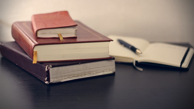 Gambar Tumpukan Buku - Blog Mas Hendra