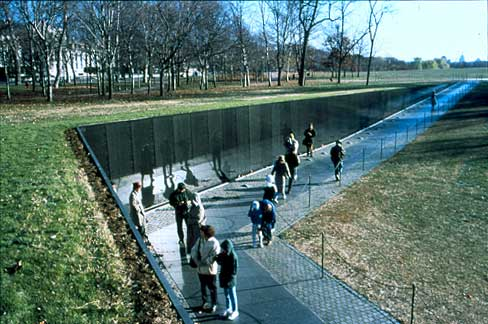 maya lin essay vietnam veterans memorial Maya lin and the vietnam veterans memorial her submission was a pastel drawing, with an essay explaining how people would respond to the work.