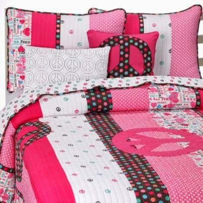 Girls Peace Sign Quilt Set Pink