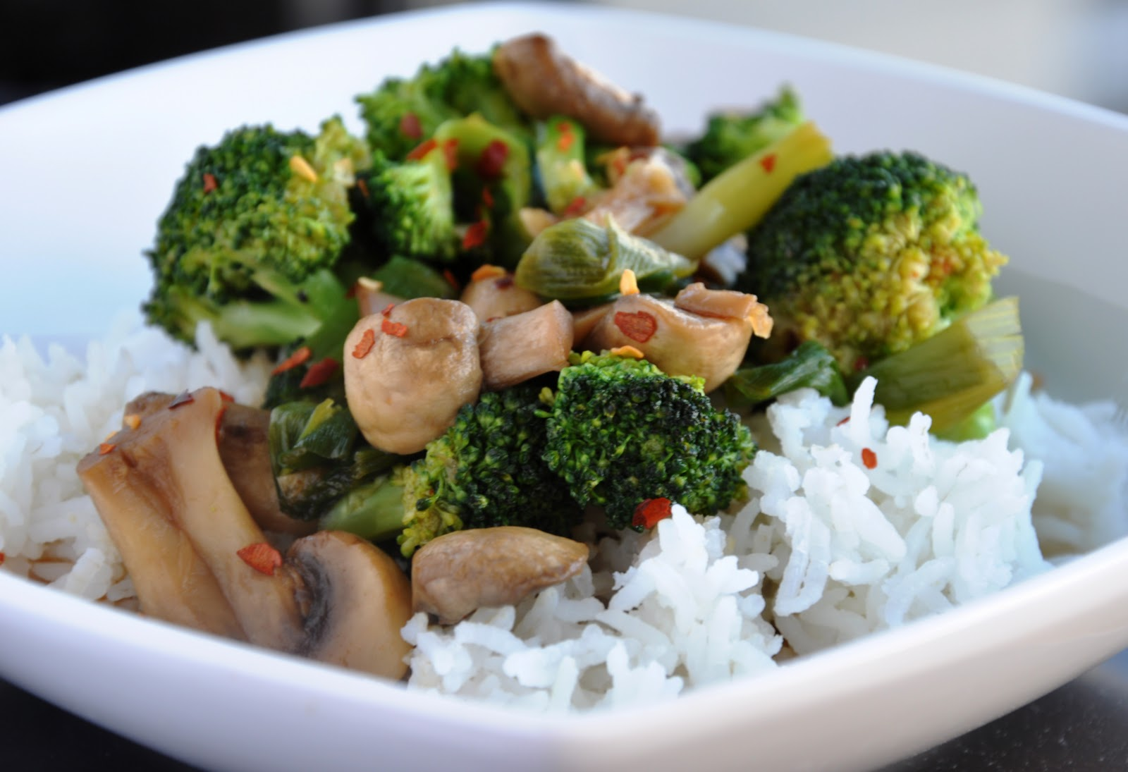 Quick healthy broccoli and mushroom stir fry honey whats cooking who are watching their weight or for those of you who do not have enough time to cook this super easy stir fry is not only delicious but healthy too ccuart Gallery