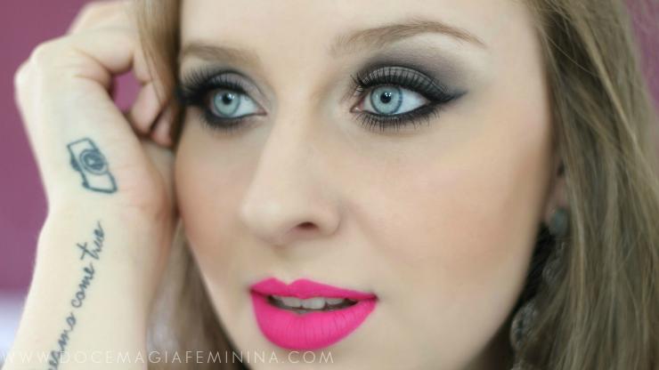 olhos neutros boca vibrante