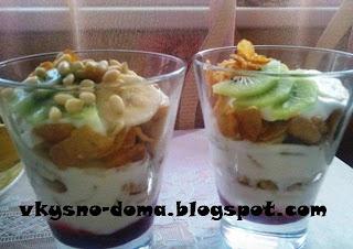 Десерт с кукурузными хлопьями,йогуртом и фруктами