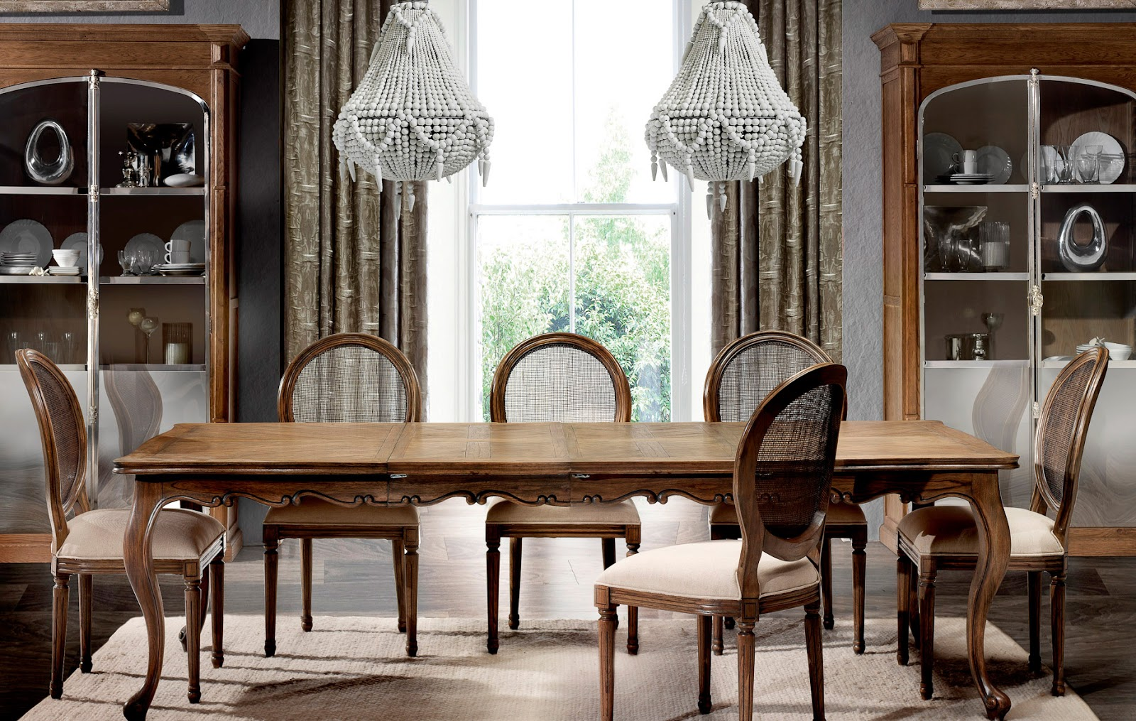 Muebles de comedor comedores clasicos ejemplo de elegancia for Estilos de muebles de madera