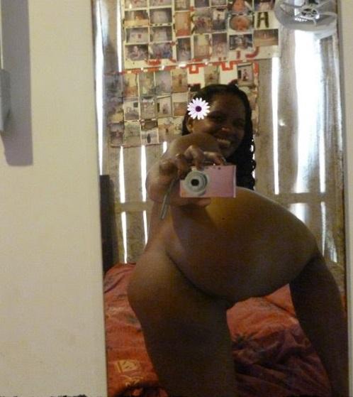 Negra Gostosa De Calcinha Agora Mostrando A Linda Buceta Beleza