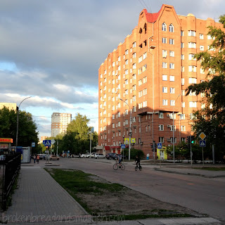 Kids Riding Bikes Down the Street - 10 Reasons I Love Novosibirsk