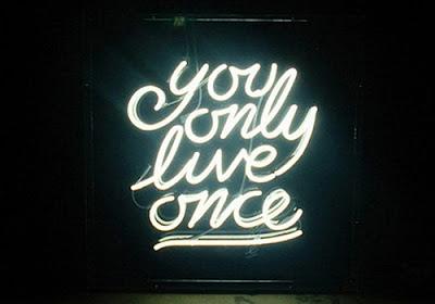 """""""YOLO"""" là viết tắt của """"You only live once"""""""