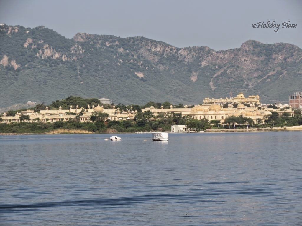 City Palace of Udaipur with Aravalli range