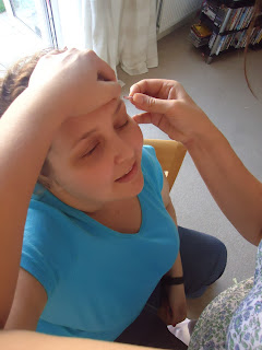 Pippa having her eyebrows tidied