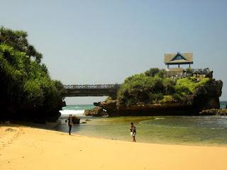 Pulau Jumino pantai kukup gunungkidul Yogyakarta