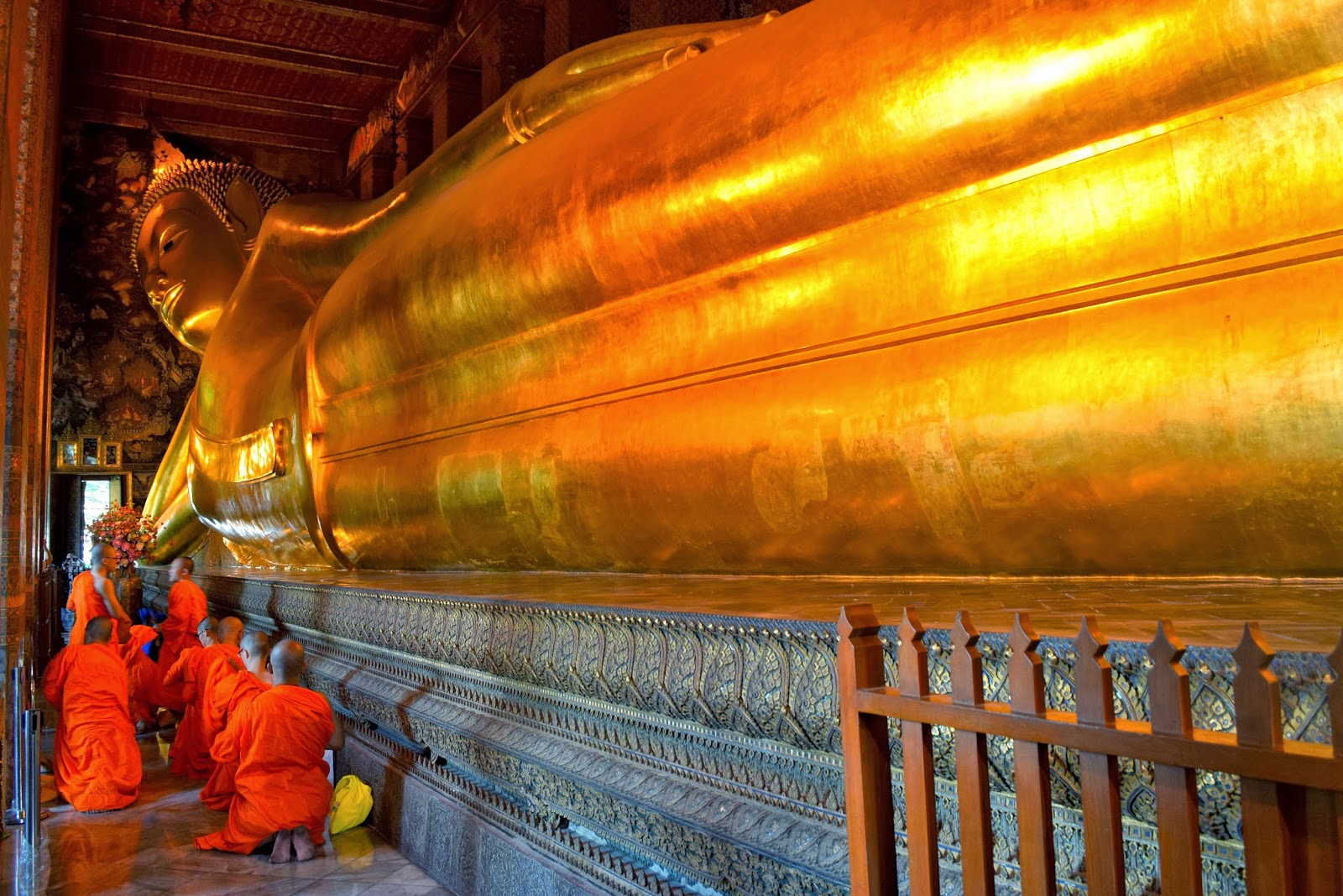& Tra-Abel: Wat Pho (Temple of the Reclining Buddha) islam-shia.org
