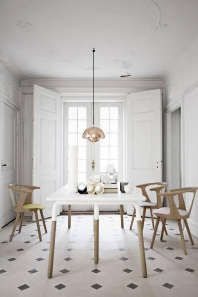 Henge opp lampe over spisebord