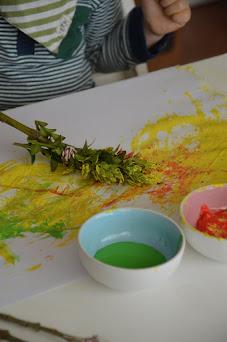 Malen mit Naturpinseln für Kinder