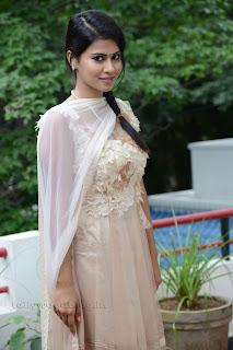 Sharmila Mandre pos at Kevvu keka SM 006.jpg